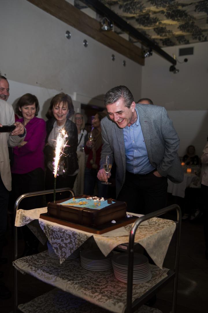 Report; reportáž; celebration; oslava; narozeniny